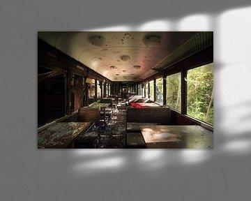 Restaurant in einem Zug Kabine. von Roman Robroek