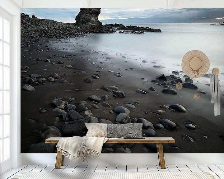 Sfeerimpressie behang: Rocky shores van Rudy De Maeyer