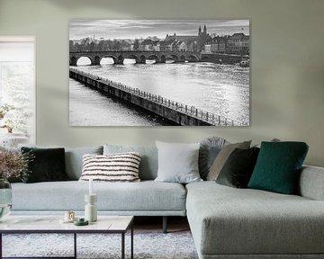 Maastricht - Sint Servaasbrug in zwart wit van Henk Verheyen