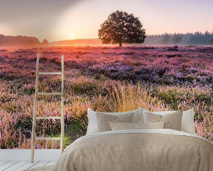 Sfeerimpressie behang: Morgengloed tafelbergheide  van Martijn de Valk