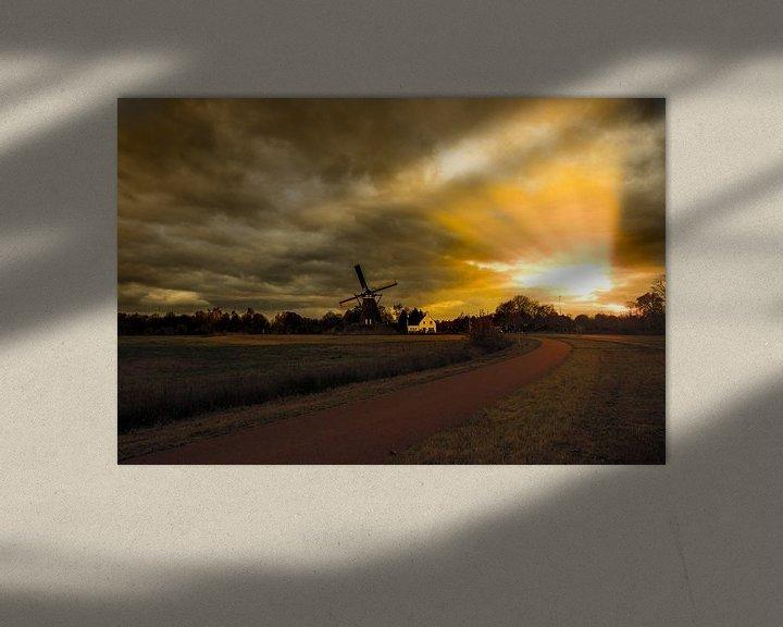 Sfeerimpressie: Avondlicht op een windmolen  van Brian Morgan