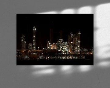 Petrochemie in de nacht von Guido Akster