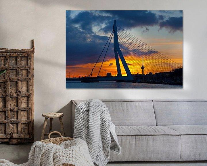 Sfeerimpressie: Erasmusbrug met wolken tijdens zonsondergang te Rotterdam van Anton de Zeeuw