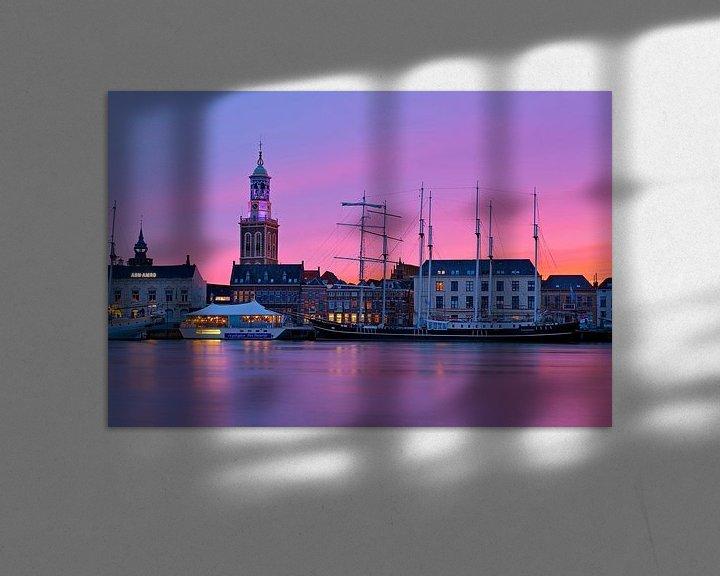 Sfeerimpressie: Klokkentoren Kampen tijdens paarse zonsondergang van Anton de Zeeuw