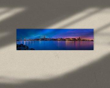 Panorama Kampen  auf dem Fluss während eines atemberaubenden Sonnenuntergang 2
