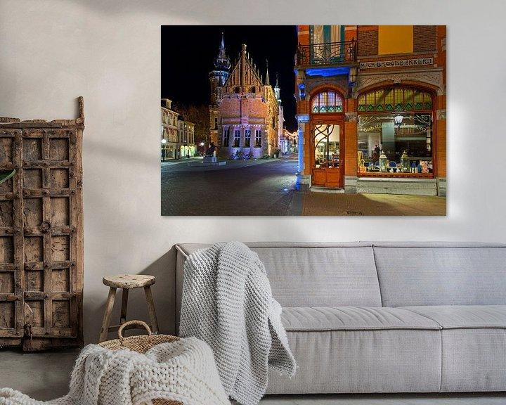 Sfeerimpressie: Het oude stadhuis van Kampen en een bakkerij van Anton de Zeeuw