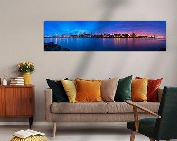 Panorama Kampen  auf dem Fluss während eines atemberaubenden Sonnenuntergang 1