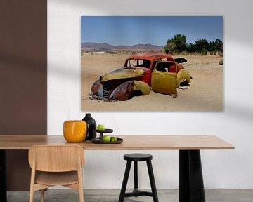 Klassieke auto in woestijn