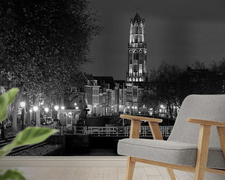 Sfeerimpressie behang: Weerdsluis, Oudegracht en Domtoren in Utrecht, ZWART-WIT van Donker Utrecht