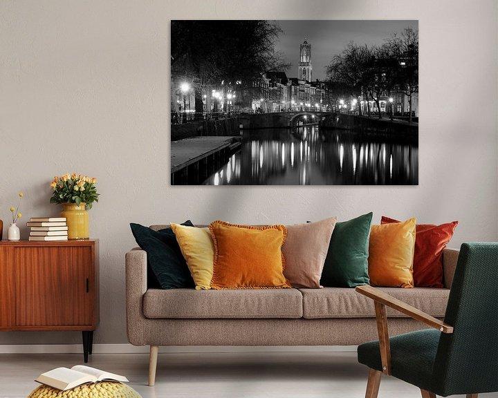 Sfeerimpressie: Zicht op Zandbrug en Oudegracht in Utrecht vanaf de Bemuurde Weerd, ZWART WIT van Donker Utrecht