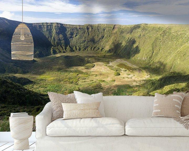 Sfeerimpressie behang: La Caldeira  gelegen in het midden van het eiland Faial  is een vulkaankegel  van Arline Photography