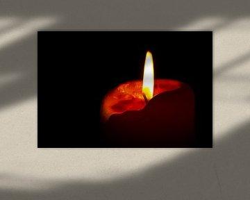 Rode brandende kaars van Anton de Zeeuw