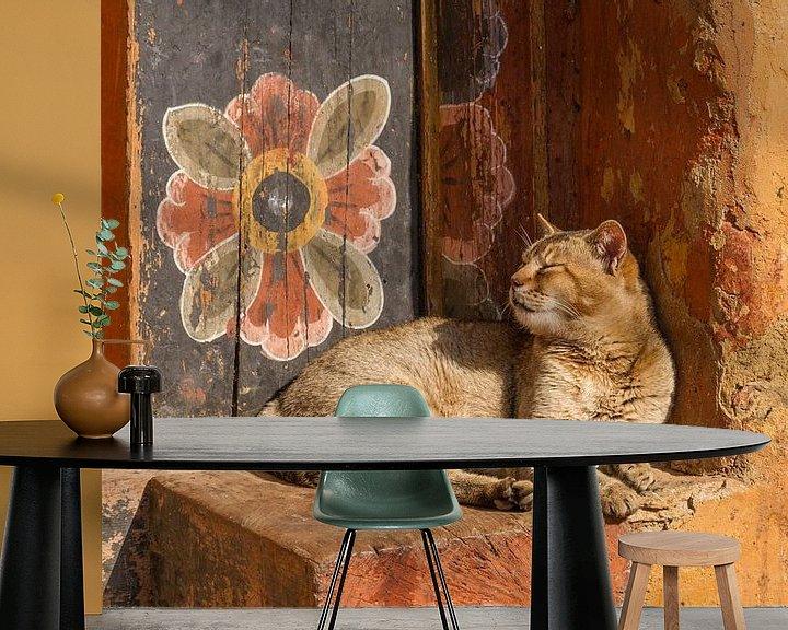 Beispiel fototapete: Tempel-Katze mit Wand-Blume von Erwin Blekkenhorst