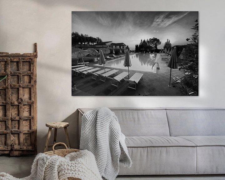 Sfeerimpressie: Zwembad in zwart wit in prachtig licht van Paul Franke