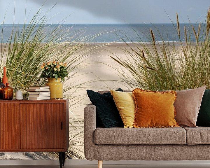 Sfeerimpressie behang: Een mooie dag op het strand.. van Miranda van Hulst