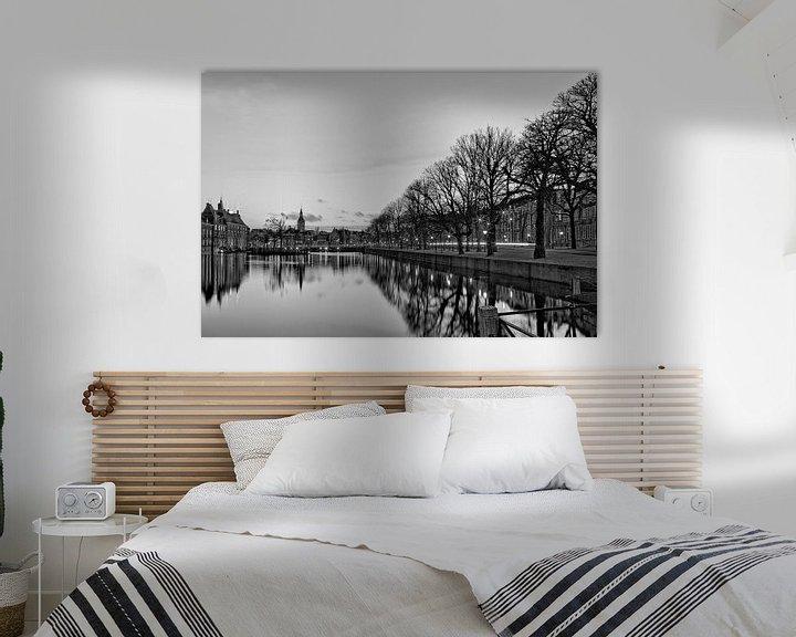 Sfeerimpressie: Regeringsgebouwen aan de Hofvijver, Den Haag in zwart-wit van Miranda van Hulst