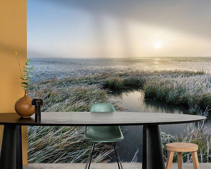 Sfeerimpressie behang: Het bevroren Wad, Paesens-Moddergat. van Ton Drijfhamer