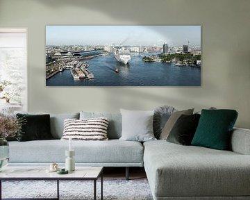 Amsterdam verwelkomt cruiseschip MSC Splendida von Renzo Gerritsen