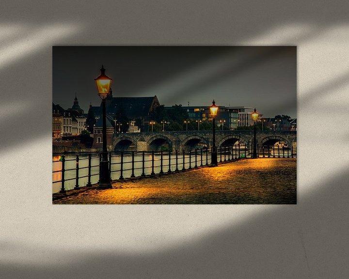 Sfeerimpressie: De stenenwal Maastricht uitzicht Sint-Servaasbrug van Geert Bollen