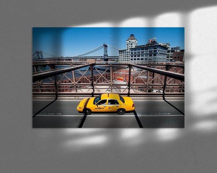 Sfeerimpressie: Gele taxi op de Brooklyn Bridge van Laura Vink