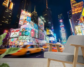 Yellow cab on Times Square van Laura Vink
