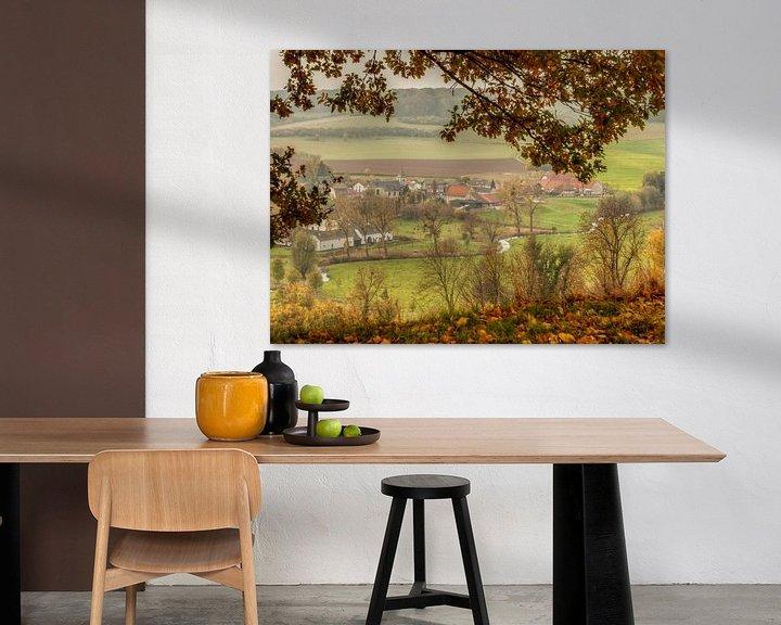 Sfeerimpressie: Doorkijkje op Oud-Valkenburg tijdens de herfst van John Kreukniet
