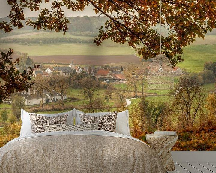 Sfeerimpressie behang: Doorkijkje op Oud-Valkenburg tijdens de herfst van John Kreukniet