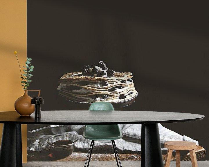 Sfeerimpressie behang: Pannenkoeken in low-key van Moody Food & Flower Shop