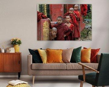 Jonge boeddhistische monniken in Myanmar