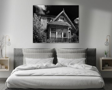 Wooden house in black and white van Olivier Photography
