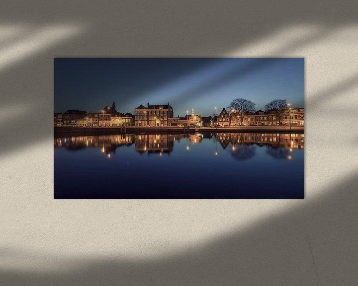 Sfeerimpressie: Haarlem: spiegelglad Spaarne. van Olaf Kramer