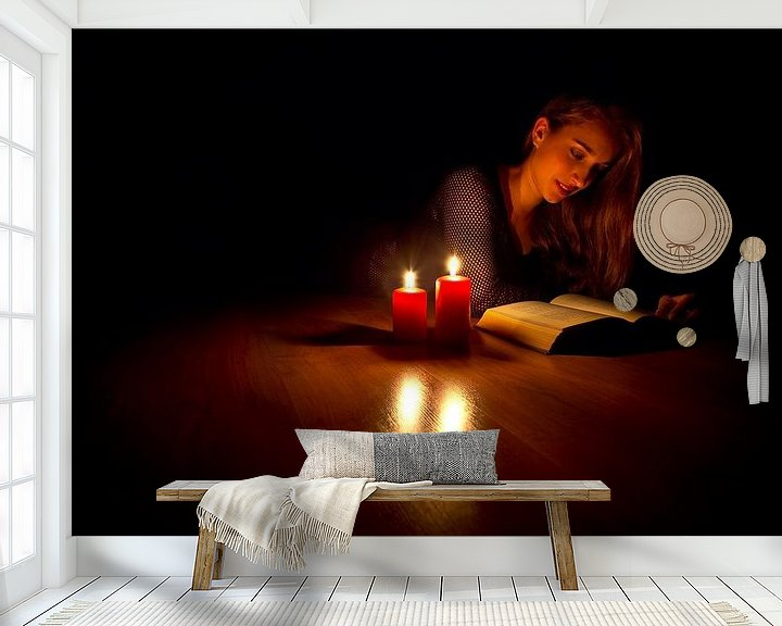 Sfeerimpressie behang: Lezen met kaarslicht van Anton de Zeeuw