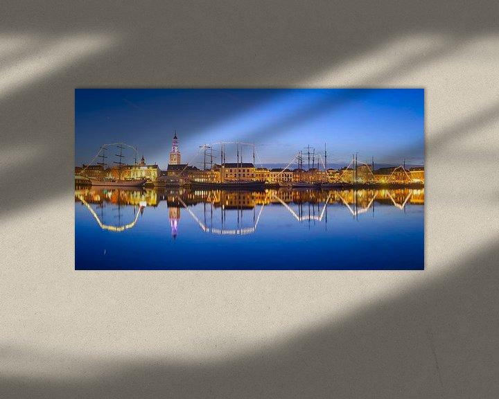 Sfeerimpressie: Hanzestad Kampen in de avond gezien vanaf de IJssel van Sjoerd van der Wal