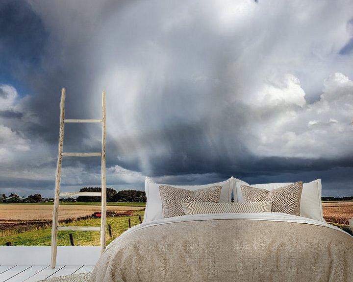 Sfeerimpressie behang: Zoals de wind waait, verwaait de wolk van Harrie Muis