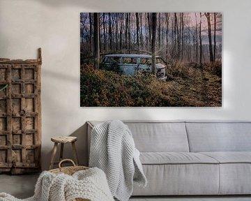 VW Bus Lost in the Woods von Maikel Brands