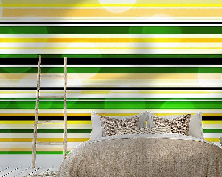 Sfeerimpressie behang: Striped art groen geel met bokeh van Patricia Verbruggen