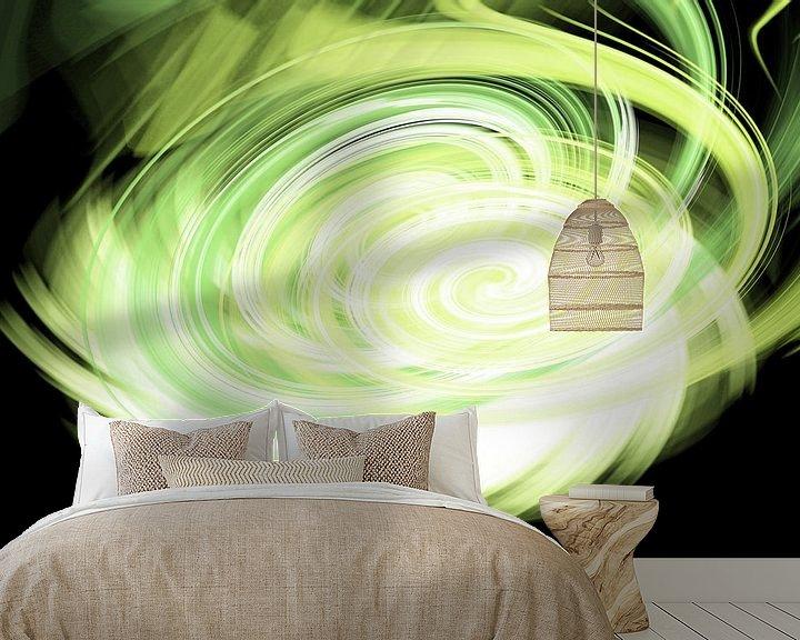 Sfeerimpressie behang: Green twirl van Patricia Verbruggen