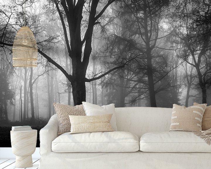 Sfeerimpressie behang: Misty Silhouettes Of Trees van William Mevissen