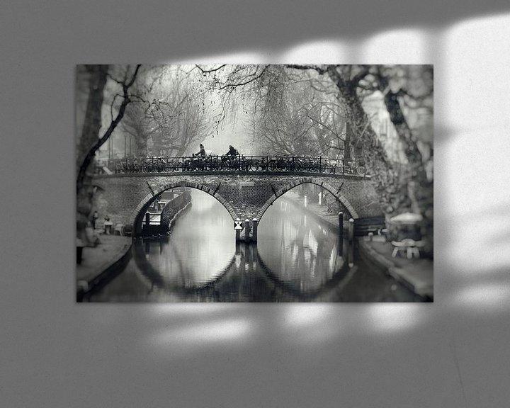 Sfeerimpressie: Straatfotografie in Utrecht. De Weesbrug over de Oudegracht in Utrecht in zwart-wit (2) van De Utrechtse Grachten
