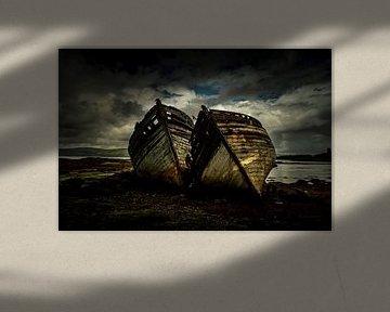 Oude vervallen bootjes langs de kust van Schotland van Atelier van Saskia