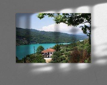 Huis aan een meer von Miranda van Hulst