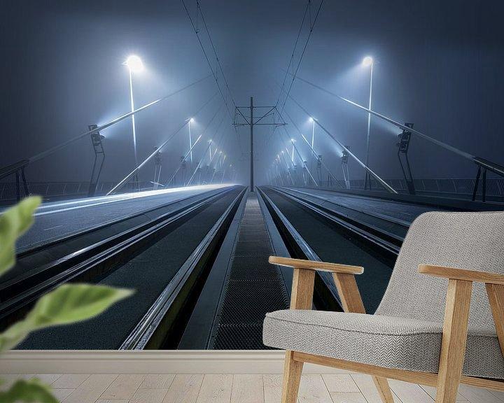 Sfeerimpressie behang: Op de Erasmusbrug in Rotterdam in de mist van Rob van der Teen
