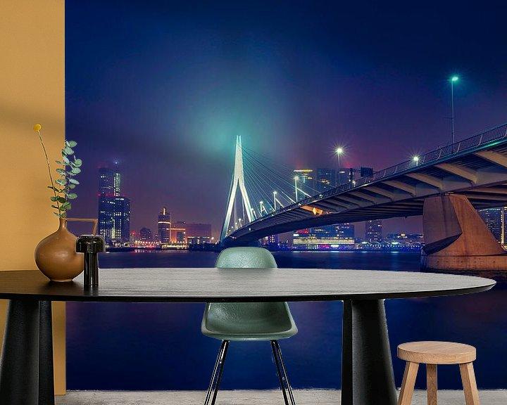 Sfeerimpressie behang: Skyline Rotterdam met de Erasmusbrug van Martijn van der Nat
