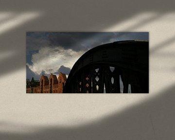 Donkere wolken van Marijke Kenkhuis