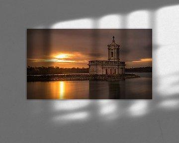 St Matthew's Church in Normanton bij zonsondergang van Hans Kool