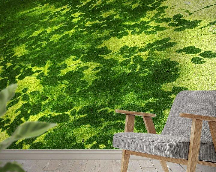 Sfeerimpressie behang: eendenkroos en schaduwen van beukenbladeren van anton havelaar