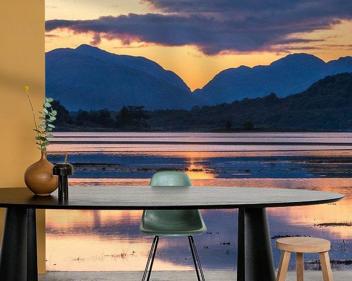 Beispiel fototapete: Zonsondergang, water en bergen bij Glencoe in Schotland von Rob IJsselstein