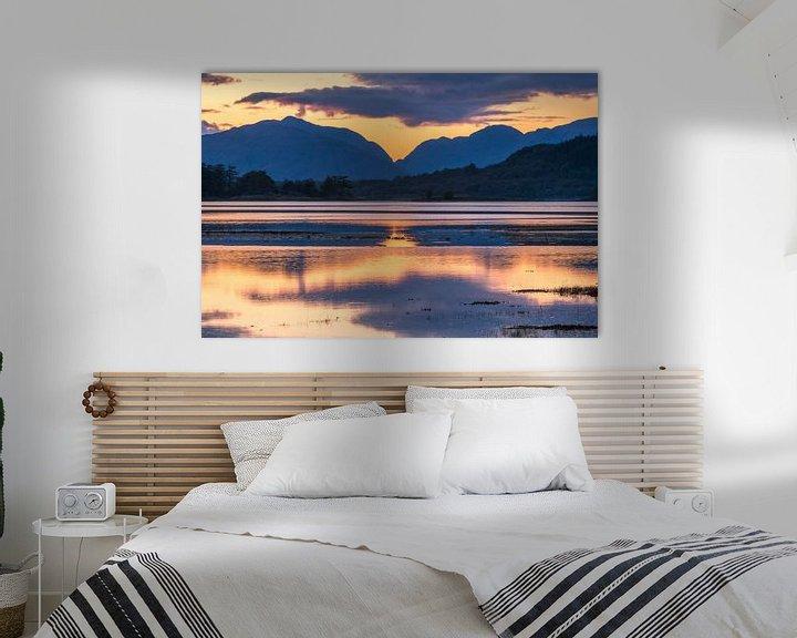 Beispiel: Zonsondergang, water en bergen bij Glencoe in Schotland von Rob IJsselstein