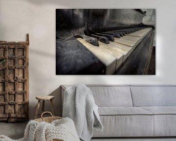 Urbex - Piano von Angelique Brunas