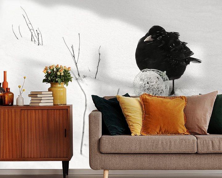 Sfeerimpressie behang: Merel in winterlandschap van Marlies Prieckaerts